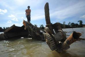 British shipwreck surfaces in receding Sungai Pahang 205 years later