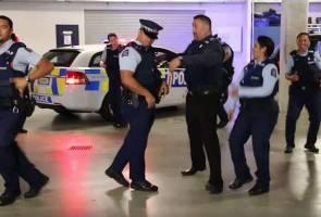 Video polis New Zealand berjoget 'Running Man' terus viral