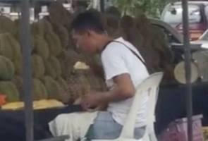 Peniaga didakwa 'ludah' durian akan dipanggil beri keterangan