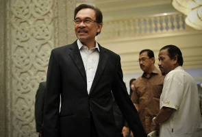Anwar calls on PKR leaders not to follow Mahathir's agenda