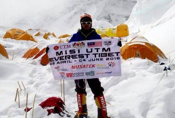 Dua pendaki UTM berjaya takluk puncak Everest