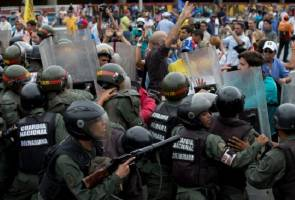 Venezuela could be headed for collapse, say U.S. intelligence officials