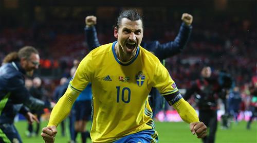 Ibrahimovic beraksi bersama Sweden