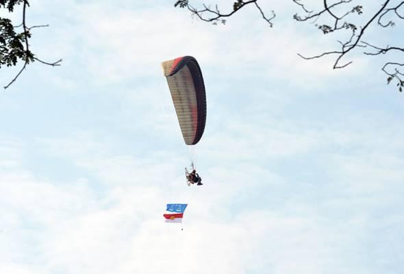 PRK Kuala Kangsar: Paraglider tiada kebenaran DCA - Polis
