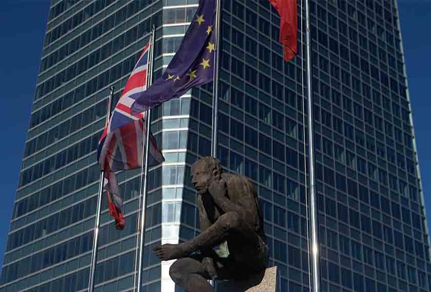 Rakyat UK bakal menentukan nasib UK di dalam EU 23 Jun ini. - Foto AP