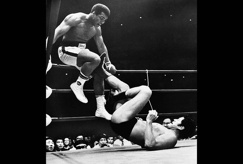 Muhammad Ali mengumumkan persaraan buat kali pertama pada tahun 1979. - Gambar fai