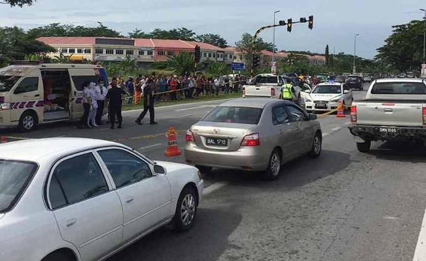 The incident took place at a traffic light intersection of Jalan Permyjaya-Kuala Baram.