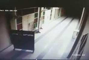 Misteri papan penghadang masjid di Melaka bergerak sendiri timbulkan tanda tanya