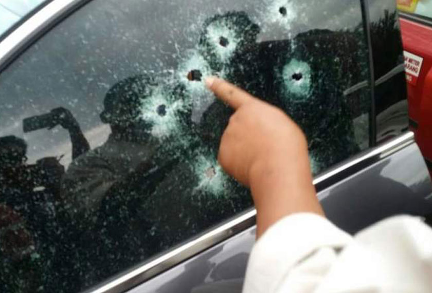 The sedan's window riddled with bullet holes. - Astro AWANI