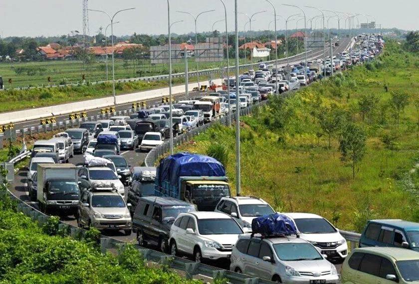 Kesesakan yang 'parah' sepanjang 20km di Brebes, Indonesia. - Twitter/@SindotrijayaFM