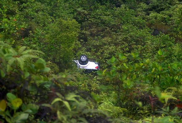 Remaja maut kenderaan terjunam dalam gaung