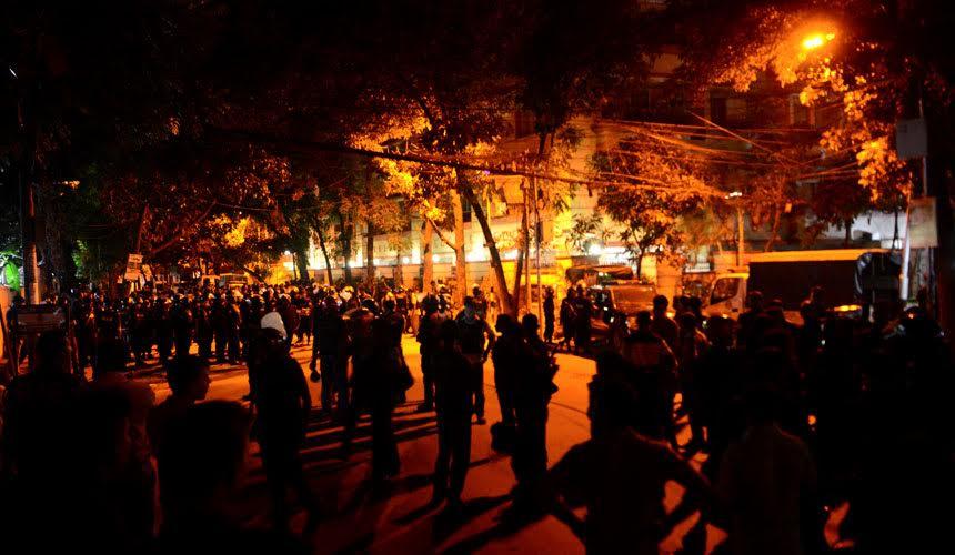 LAPOR LANGSUNG: Pasukan keselamatan serbu restoran untuk tamatkan krisis tebusan Dhaka