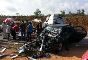 Empat kereta kemalangan akibat pemandu mengantuk