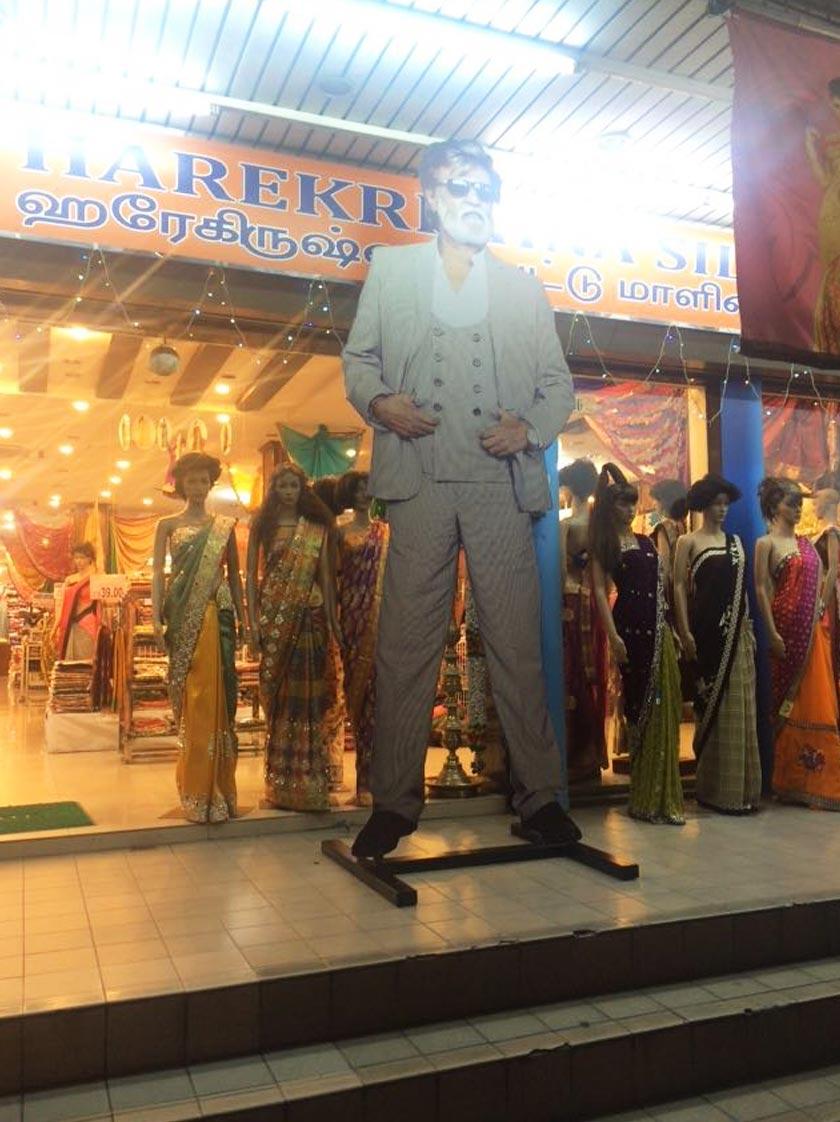 Pengarah Harekrishna Group B. Thiyananthan berkata potret gergasi yang setinggi 10 kaki itu menelan belanja RM1,500.