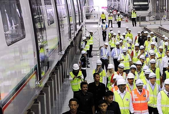 Dari segi ekonomi, projek Laluan 2 SSP itu memberi impak yang besar, dengan pembinaannya sahaja telah membuka 130,000 peluang pekerjaan.