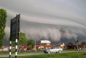 Fenomena awan bergulung gemparkan penduduk
