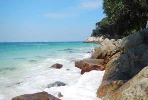 Change in sand colour among ecosystem damage in Pulau Sembilan