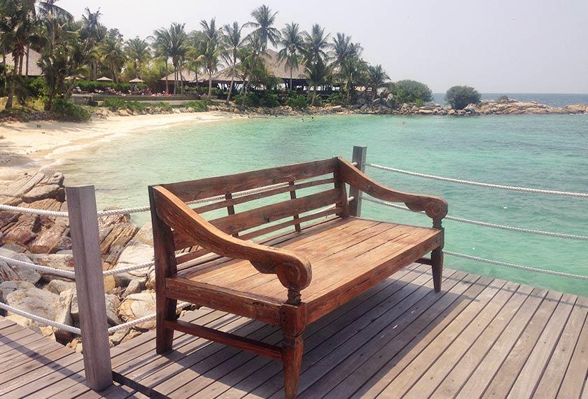 Sambutan di jeti Batu-Batu Resort seolah-olah memberi isyarat percutian pulau yang mewah. - Foto Astro AWANI/HAMZAH HAMID