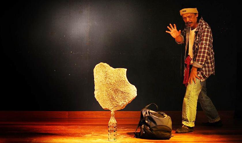 Teater Monolog Jual Ubat: Dari Stesen ke Stesen oleh Khalid Salleh.
