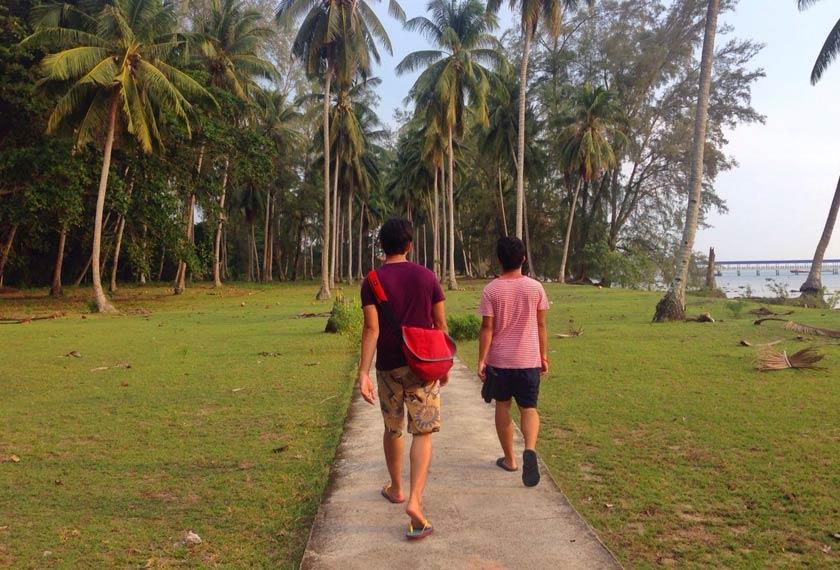 Tidak perlu tergesa-gesa, hayatilah ketenangan saat meneroka suasana kampung di Pulau Sibu. - Foto Astro AWANI/HAMZAH HAMID