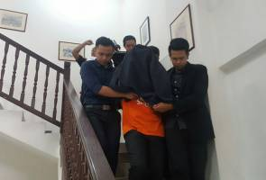 Senior govt officer with 'Datuk' title released on RM300,000 bail
