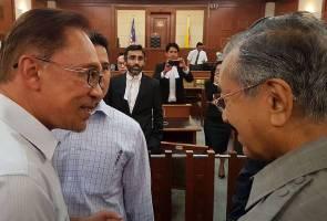 Pertemuan Mahathir-Anwar bermotif politik, kata Tengku Razaleigh