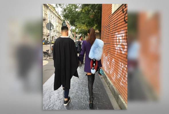 Several netizens expressed their disappointment over Marion Caunter's choice of fashion accessory at the Milan Fashion Week, recently.