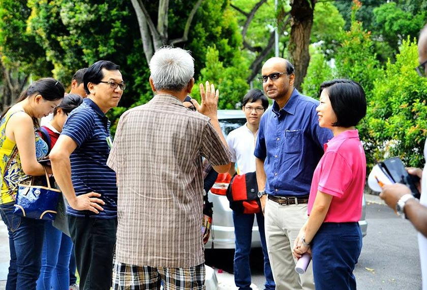 Tharman conducting door to door visits along Dunearn Rd. Photo: Chan Kwai Kien Facebook.