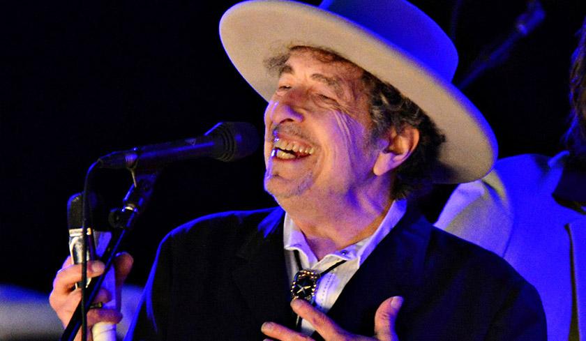 Muzik dan lirik Bob Dylan digunakan sebagai alat melawan penguasa politik sepanjang tiga dekad Perang Dingin.