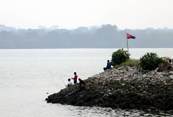 Aktiviti penambakan di pantai Lido punca ikan mati