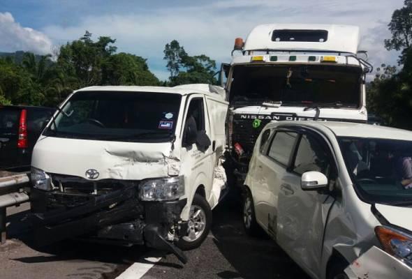 16-vehicle crash causes 10-km traffic congestion