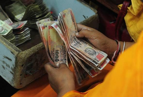 Pengurup wang Malaysia bekukan dagangan mata wang India