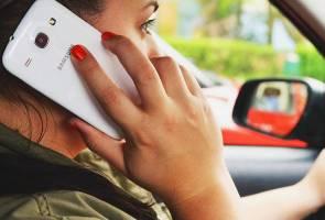 Perancis haramkan penggunaan telefon bimbit dalam kereta walaupun ketika berhenti