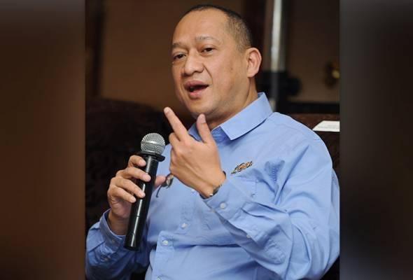 Biar penyokong pembangkang sahaja datang tengok debat saya dan Tun M - Nazri