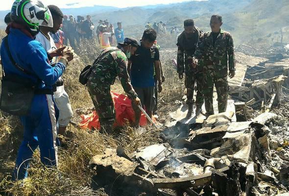 13 maut pesawat tentera Indonesia terhempas di Papua