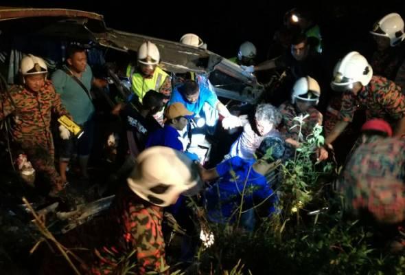 13 maut, 17 cedera dalam kemalangan bas ekspres di Muar