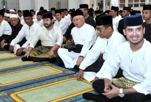 Sultan Johor hadir majlis yasin, tahlil sempena kemangkatan Tunku Abdul Jalil