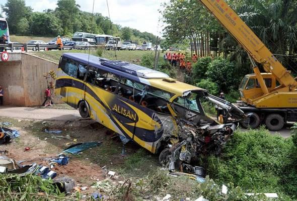 Isteri pemandu bas minta selamatkan anak - Saksi