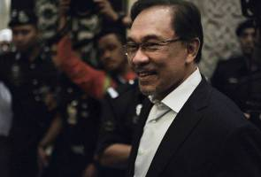Government applies to strike out Anwar's lawsuit