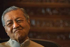 Dr Mahathir admits it is difficult to defeat UMNO and BN in poll