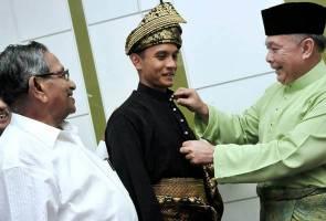 Baju Melayu, songket Melaka tonjol semangat kebangsaan Faiz Subri di Zurich