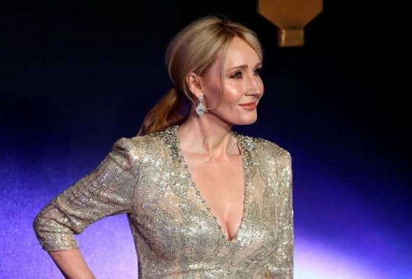 J.K. Rowling took jibe at some netizens, after Trump supporters call for the burning of 'Harry Potter' books and movies.