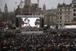 Part premiere, part Trump protest, Londoners gather for Oscar movie