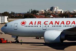 Air Canada apologises for bumping youth off oversold flight -father