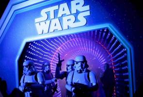 Bobbleheads and droids lure collectors to Disney's 'Star Wars' event