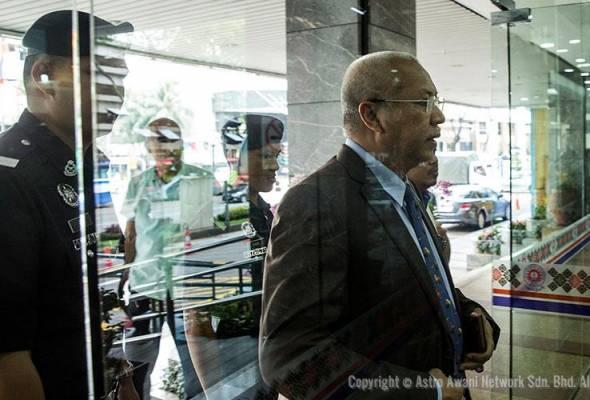 Desas-desus bahawa bekas MARA Tan Sri Annuar Musa akan kembali memegang jawatan dalam Syarikat PMB adalah tidak benar.