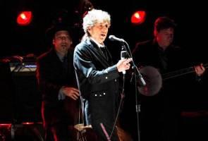 Bob Dylan akhirnya terima Hadiah Nobel, lebih tiga bulan selepas majlis anugerah