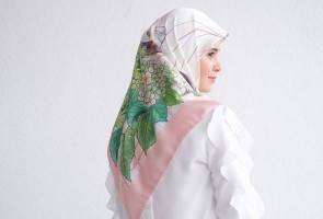 The Royal Duck scarves celebrate today's independent, elegant women