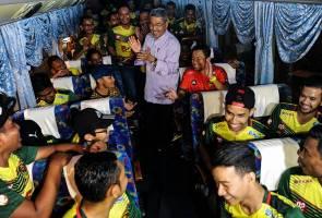 Ahmad Bashah lepas 16 bas bawa lebih 700 penyokong Kedah ke Stadium Shah Alam malam ini