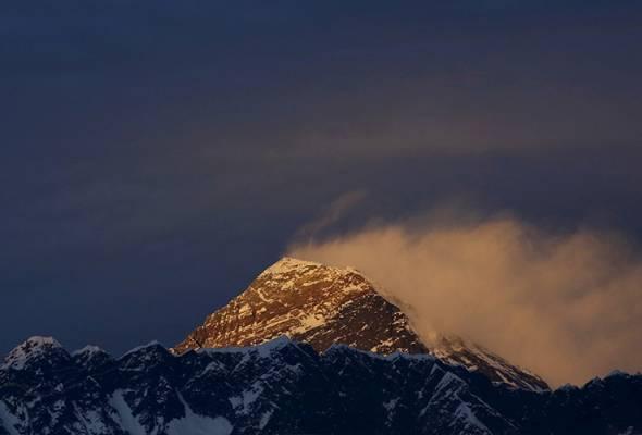 Pengkaji dari China jadi pendaki pertama Gunung Everest tahun ini